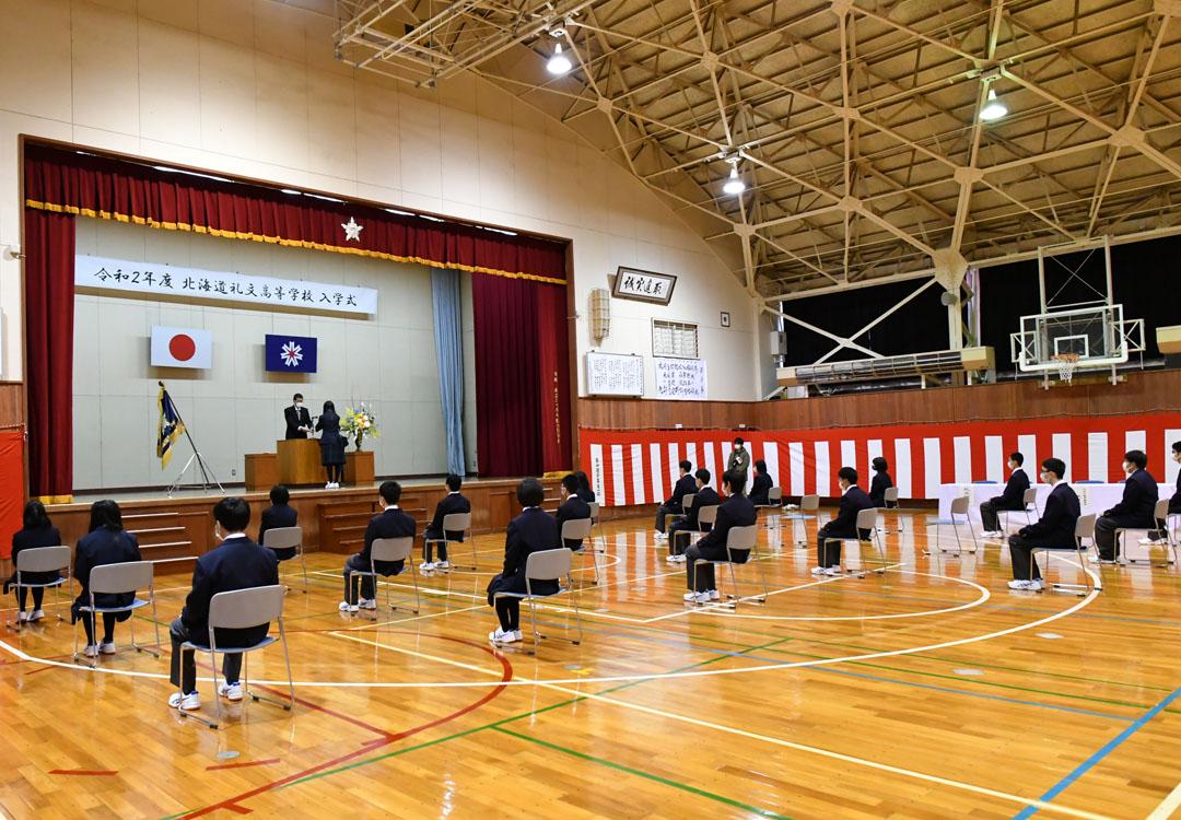 礼文高校入学式の様子