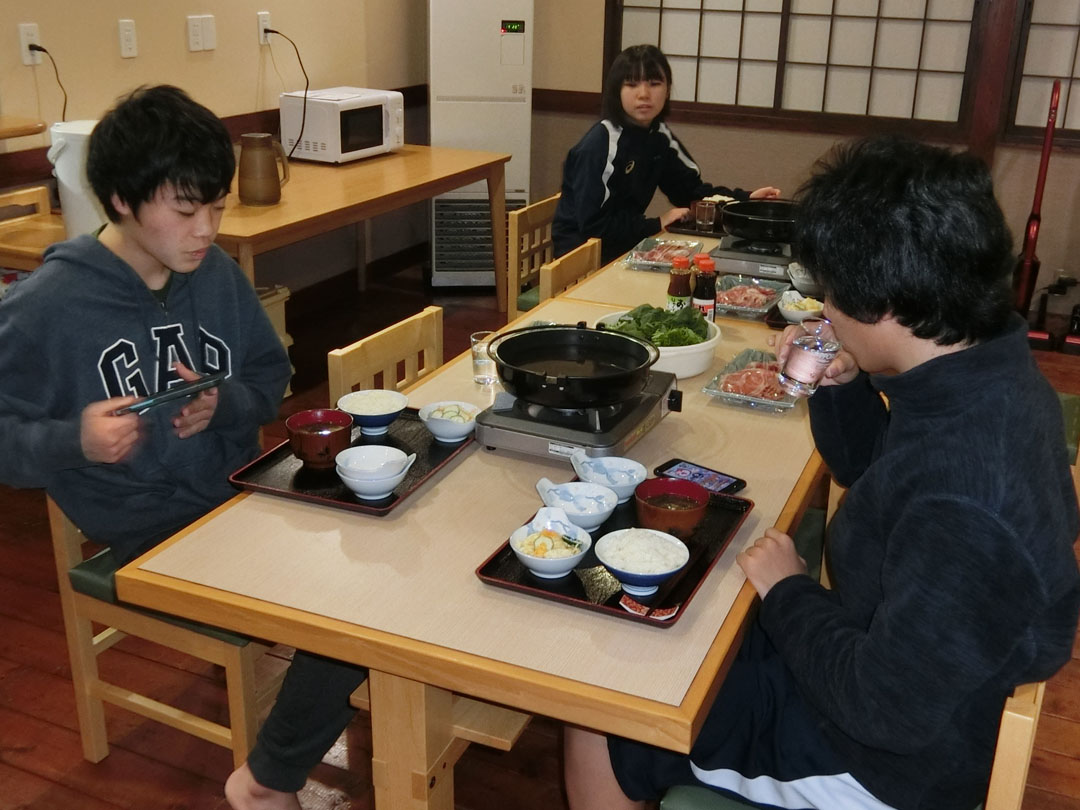 学生寮の夕食